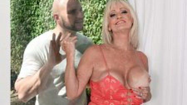 <b>jmac Shoots His Fountain, Leah Gulps</b>