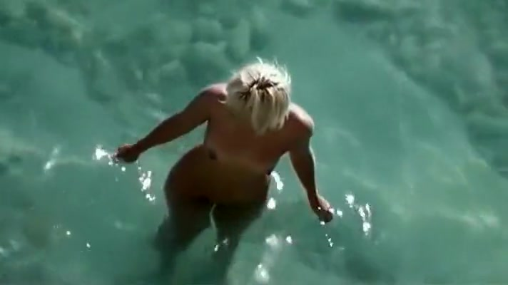 Mature Dame Spied In Pool Cabin