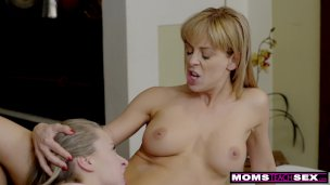Step Siblings Give Stepmom A Moms Day Pulverize S8:e4